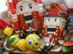 Новогодние игрушки, свечи и хлопушки…